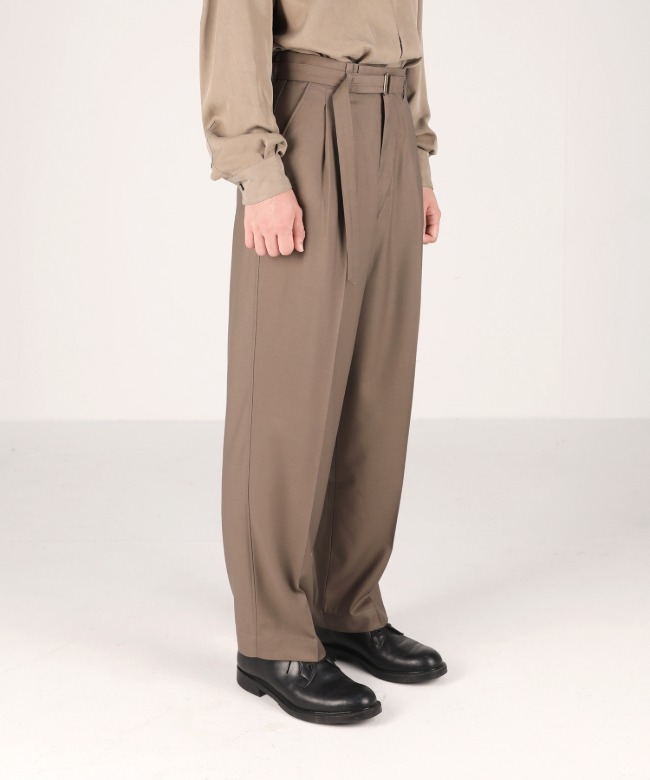 loose-fit belted pants latte